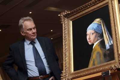 John Myatt with his version of Girl with a Pearl Earring